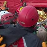 Élve mentettek ki a romok alól egy hároméves kislányt, 65 órával a törökországi földrengés után