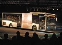 Akkora show-n mutatták be az új magyar buszt, mint egy luxus-Mercedest – képek