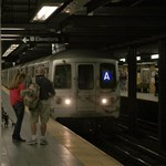 New Yorkban a metróban alvást tiltották meg a hajléktalanoknak