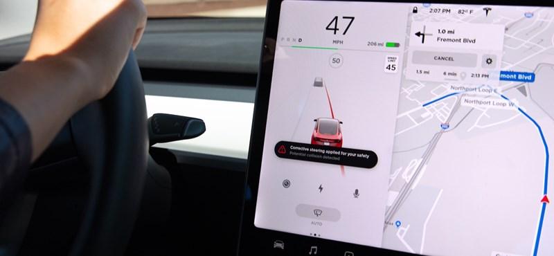 Még biztonságosabbak lesznek a Tesla autói, jött két érdekes funkció