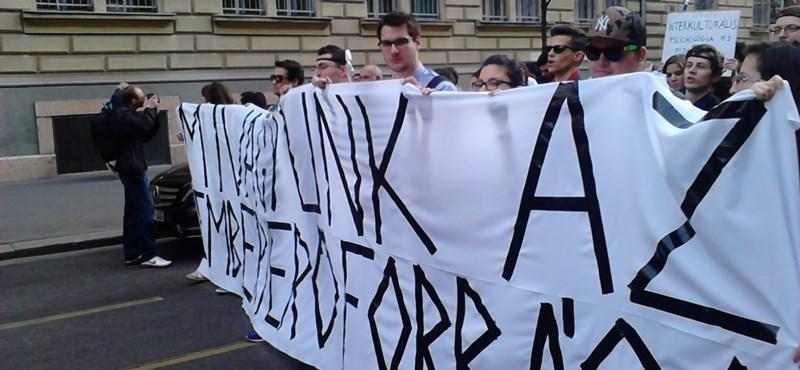 Hatvan szak szűnik meg 2016-ra: vasárnap a Kossuth téren tüntetnek