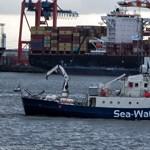 A fenyegetés ellenére belépett az olasz vizekre a Sea-Watch mentőhajója