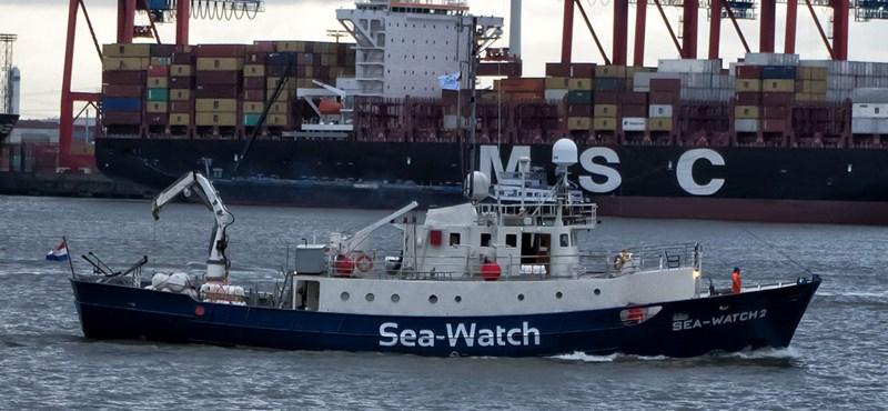 Szabadon engedték a menekülteket kimentő hajó kapitányát