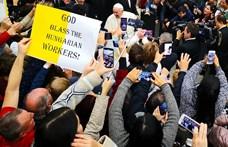 Rabszolgatörvény: Ferenc pápa áldását kérték a magyar munkásokra