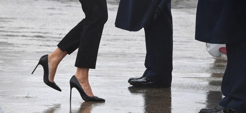 Nehéz megbocsátani Melania Trump tűsarkúját