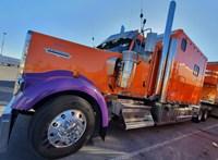 Krómba mártott amerikai csőrös kamionok - megnéztük, milyenek belül