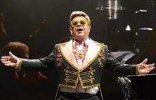 Elton John Becsületrendet kapott Macrontól