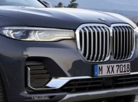 Hivatalos: itt a BMW X7, ami mellett még az X5-ös is egy visszafogott divatterepjáró