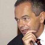 Az Erste vezére bocsánatot kért a politikusoktól