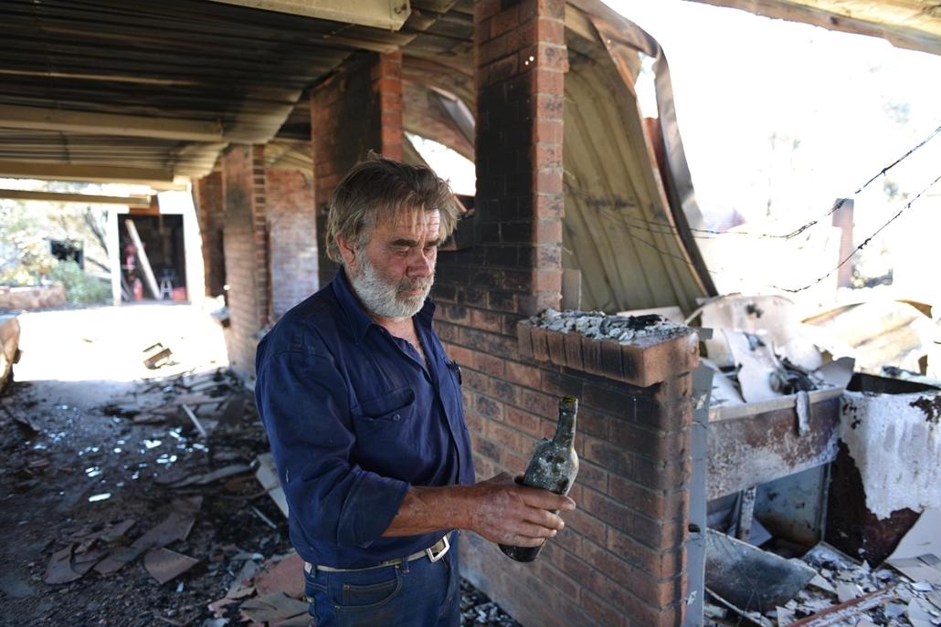 afp.15.01.05. - Kersbrook, Ausztrália: bozóttűz után Ausztráliában