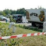 Késsel, bottal lyukasztgatták a menekültek a hűtőkocsi ajtaját, hogy levegőhöz jussanak