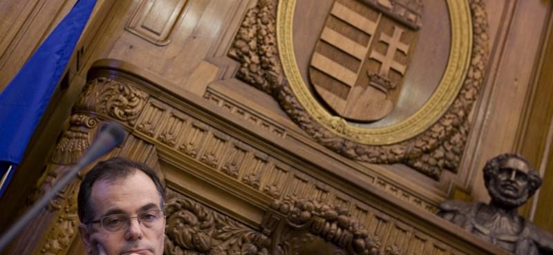 Nyomoz a rendőrség Simorék ellen az ÁSZ feljelentése alapján