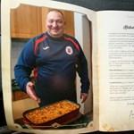 Őrült tempóban fogyott Csepel Gordon Ramsey-ének szakácskönyve – fotó