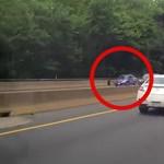 80+ km/h-nál szakadt ki a Jeep kereke, letarolta a szemből érkező Nissant – videó