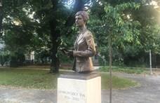 Janikovszky Éva fia szerint elfelejtették meghívni édesanyja szoboravatójára