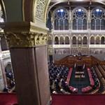A fideszesek elfogadták a fideszesek által előterjesztett nyilatkozatot