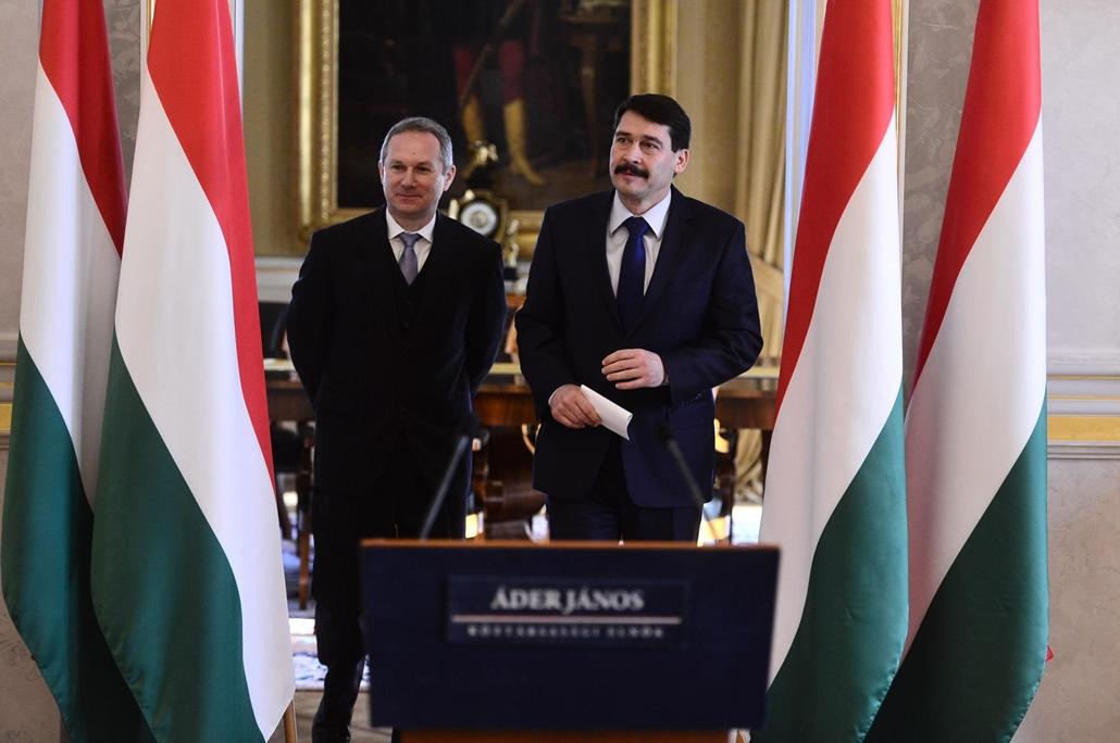 sa.15.01.05. - Áder János bejelentése a Sándor-palotában