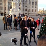 Karácsonyfa-díszítéssel zárták Karácsonyék a kampányt