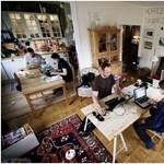 Ilyen az igazi home office: dolgozzon más konyhájából!
