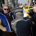 Folytatják a taxisok a Deákon, Lázárékra várnak