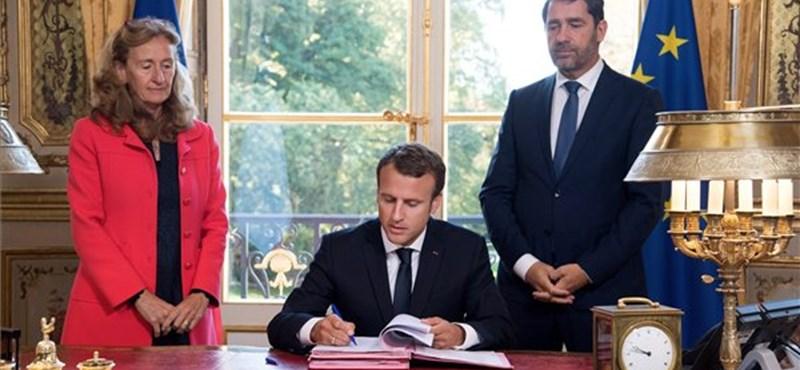 Macron ellesett egy ötletet az amerikaiaktól és élő adásban megcsinálta