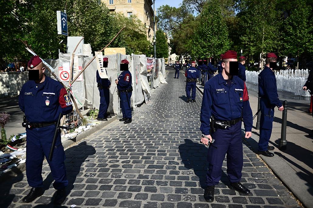SA, Szabadság tér, rendőrség