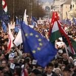 Büki Zoltánék mégis tüntethetnek Orbánék közelében, meglepetéssel készülnek