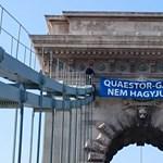 Molinót feszítettek ki a Lánchídra a Quaestor-károsultak – fotók