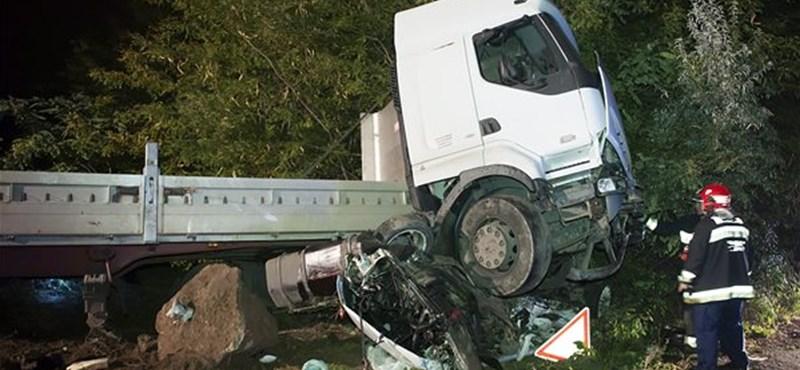 Fotó: halálos baleset Majosházánál