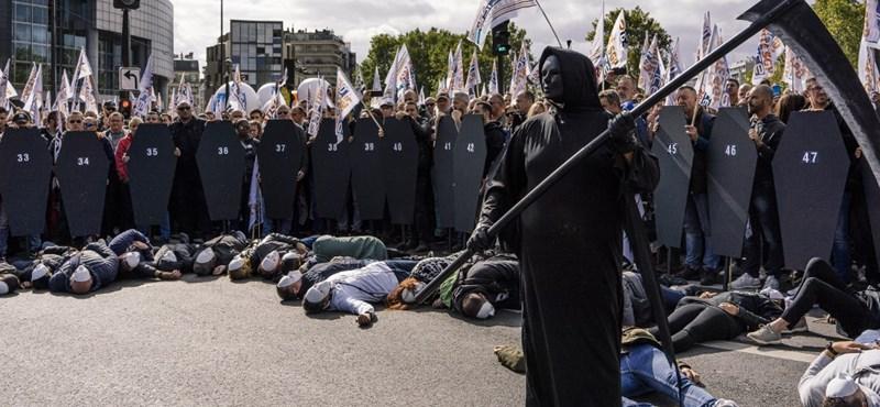 Több ezer rendőr tüntetett Párizsban
