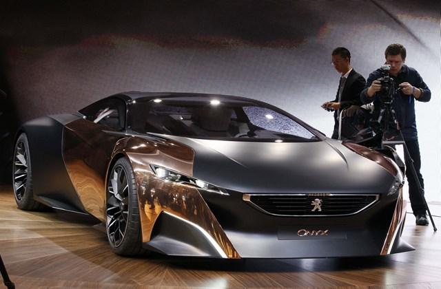 Onyx Concept egy összkerekes plug-in hibrid kupé. A szénszálas anyagok felhasználásával készült, futurisztikus küllemű koncepcióautó hátsó kerekeit egy 1,6 literes, négyhengeres, 256 lóerős benzinmotor hajtja, míg az elől egy 120 lóerős elektromotor gondo