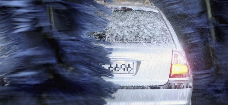 Szerdáig nem érdemes kocsit mosni: támad a szaharai por és az eső