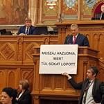 Összedobták a parlamenti büntetést Hadházy Ákosnak, aki még Kocsis Mátét is kioktatta