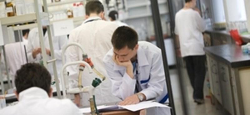 Kémia érettségi: letölthetőek a közép- és emelt szintű feladatlapok és megoldások