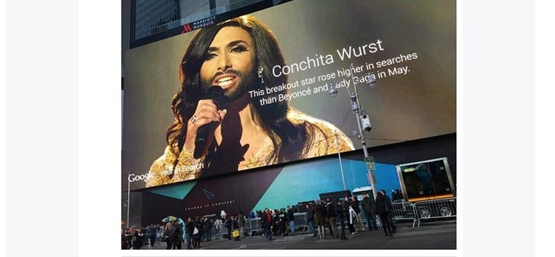 Fotó: Conchita Wurstot bámulják a Times Square-en