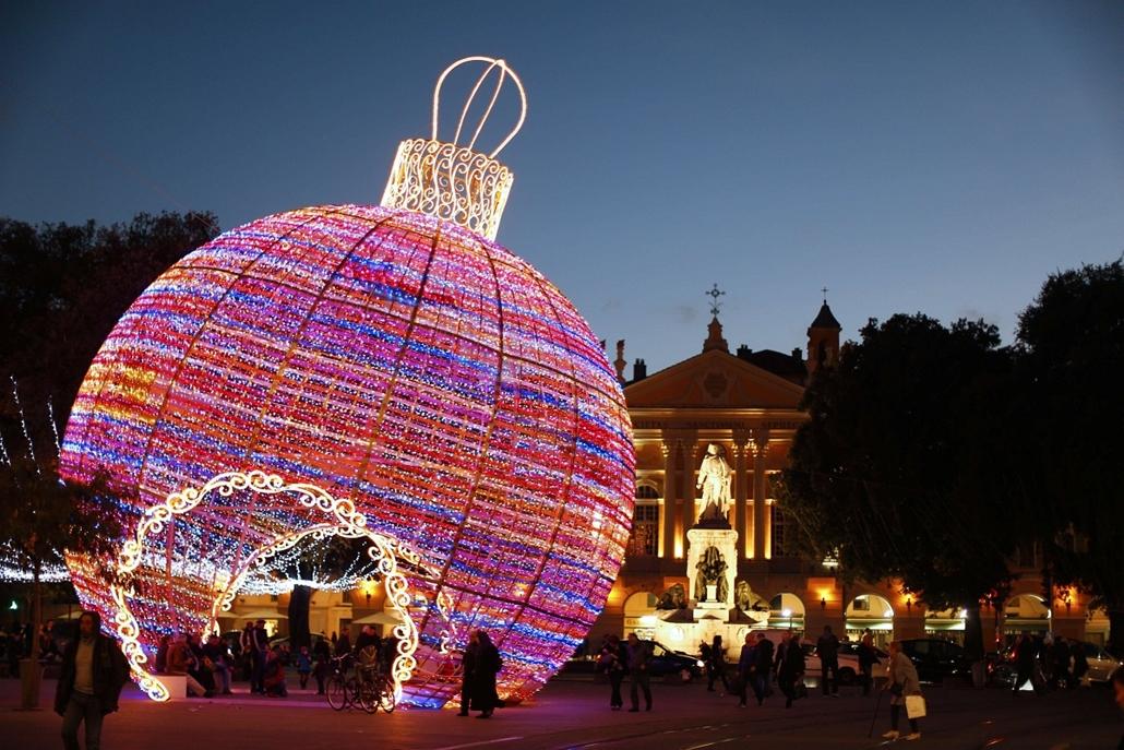 afp. nagyításhoz - égők, karácsonyi dekoráció, fények, fényfüzér, advent - Nice, Franciaország