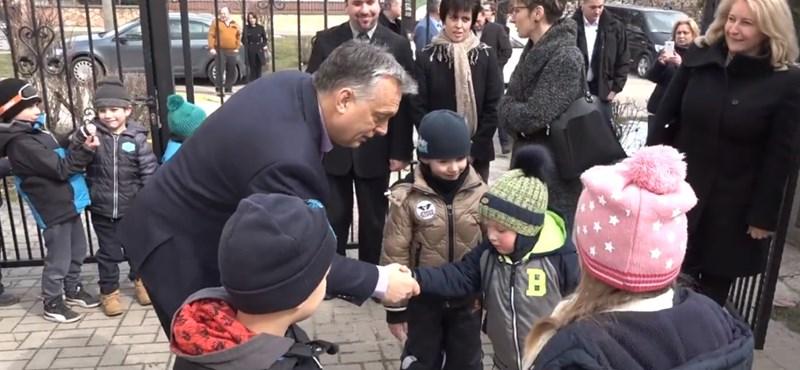 Orbán egyelőre megmenekült attól, hogy jogellenesnek nyilvánítsák óvodai kampányolását