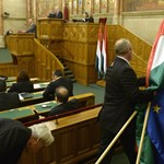 Kár is volna tagadni, hogy a Fidesz a Jobbiktól lop