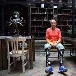 Mindkét lábát amputálták, 69 évesen mégis felért a Mount Everest csúcsára