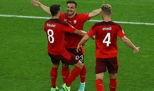 Vezetnek az olaszok és a svájciak is, de a walesiek egyelőre biztos továbbjutók - percről percre a torna utolsó csoportkörének első napjáról