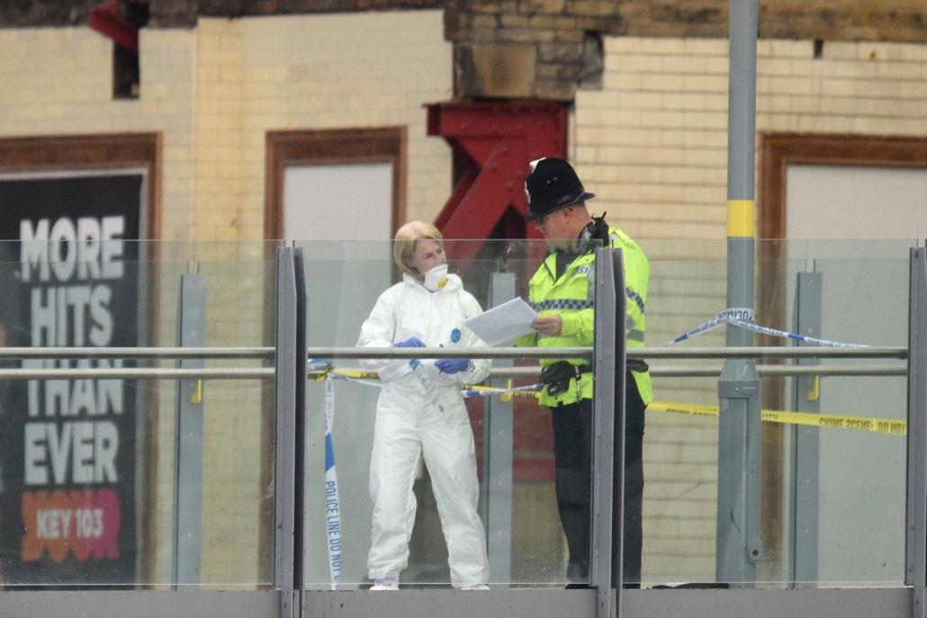 afp.17.05.23.- Manchesteri terrotámadás - Helyszinelők dolgozonak a manhesteri robbantás merénylet terror helyszínén