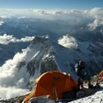 Lábak nélkül készül megmászni a Mount Everestet egy 70 éves férfi