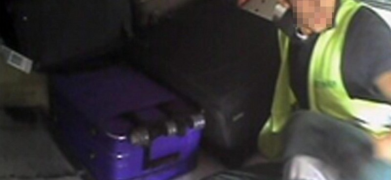 Leleplező fotó: így lopnak a csomagból a reptéri tolvajok