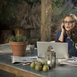 Carrie Fisher 17 éve férfiassága levágásával fenyegette meg az egyik zaklató producert