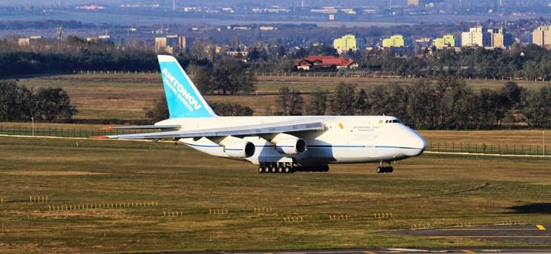 Fotók: Ritka óriásgép landolt Ferihegyen