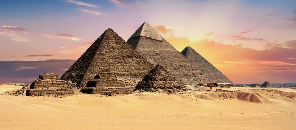 Egyiptomi piramisok (Gíza, Kr. e. 26. század)