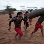 Íjakkal és farönkökkel csaptak össze az indiánok Brazíliában - fotók