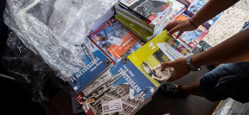 Rétvári Bence: 2020-tól minden diák ingyenesen kap majd tankönyvet