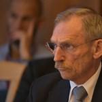 A vagyonminiszternek erdője, az Emmi vezetőjének műtőberendezése, Pintér Sándornak hatvanmilliónyi mínusza van