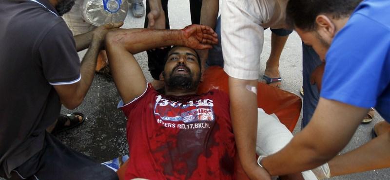 Fogy a levegő Kadhafi emberei körül